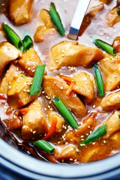 This Slow Cooker Mongolian Chicken takes just five minutes to throw into the slow cooker and the flavor is out of this world! Tender and juicy slow cooked chicken in a lightened up mongolian sauce… by allisonn Crock Pot Slow Cooker, Slow Cooker Recipes, Cooking Recipes, Healthy Recipes, Healthy Meals, Slow Cooking, Crockpot Meals, Healthy Eating, Bento Recipes