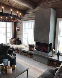Det er vanligvis fantastisk utsikt her men idag ser vi bare hvitt ______ Rustic House, House Interior, Cottage Interiors, Home, Log Homes, Log Home Decorating, Log Home Interior, Fireplace Bookshelves, Scandinavian Cottage
