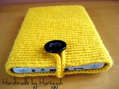 Crochet Phone Case Patterns Handmade by Haniyya: FREE Crochet Pattern - Single Crochet Crochet Tablet Cover, Crochet Case, Quick Crochet, Crochet Gifts, Single Crochet, Hand Crochet, Free Crochet, Learn Crochet, Crochet 101