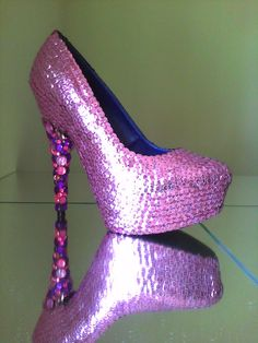 I wanna cover a pair of my heels in sequins! I don't dig the heel though.