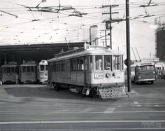 V Line heading out of Division 1 on Central & 7th St