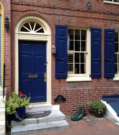 Ideas royal blue front door colors for 2019 Exterior Brick, House Front Door, Shutters Exterior, Painted Front Doors, House Shutters, Red Brick House, Historic Doors, Exterior House Colors, House Front