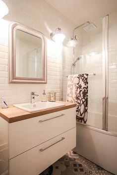 Mix de carrelage style métro et carreaux de ciment dans la salle de bains à Jessica à Val-de-Reuil