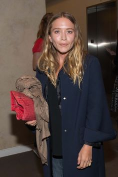 Ashley Olsen Hair, Ashley Olsen Style, Olsen Twins Style, Mary Kate Ashley, Mary Kate Olsen, Jamie King, Olsen Sister, Navy Coat, Kate Bosworth