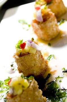 Fried Thai Crab Cakes with Zucchini and Mango Thai Appetizer, Best Appetizer Recipes, Seafood Appetizers, Crab Recipes, Seafood Dinner, Best Appetizers, New Recipes, Cooking Recipes, Starter Recipes