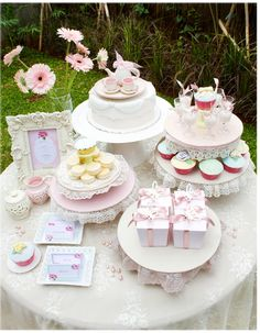 Pink and pretty tea party for Primcess Dessert Buffet, Dessert Bars, Dessert Tables, Summer Parties, Holiday Parties, Vegan Teas, Shabby Chic Birthday, Fiestas Party, Bird Party