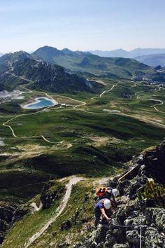 Vue sur la plagne et macot guidu tourisme de la savoie rhone alpes