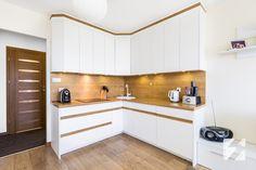Białe meble na wymiar do kuchni z elementami w kolorystyce drewna od 3TOP Meble http://superstolarz.pl/blog/biale-meble-na-wymiar-do-kuchni-z-elementami-w-kolorystyce-drewna-od-3top-meble