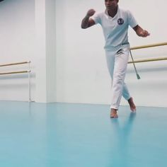 Martial Arts Workout, Martial Arts Training, Boxing Training, Self Defense Moves, Self Defense Martial Arts, Cool Dance Moves, Fighting Poses, Martial Arts Techniques, Gymnastics Workout