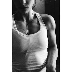 Should pump ✨ Loadedcup 2015 i'm so ready for you now! #atlethe #bikinifitness #loadedcup2015 #oslogp #shoulder #pump #muscle #dbff #ifbb #ifbbatlethe #inspiration #motivation #treningsforum #gunpower #strong #linuspro #linusprodk #pureproductspureresults #bodystore #bodybuilding #fitfam #fitfamdk #teameviemadsen #feelready @bodystore.dk @linusprodk @evielouisemadsen
