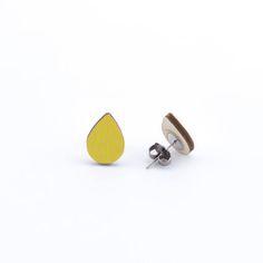 SAE korvakorut on valmistettu kotimaisesta koivuvanerista. Cufflinks, Stud Earrings, Jewels, Steel, Accessories, Design, Jewerly, Stud Earring
