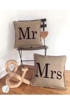 Coussins Mr/Mrs en Lin - Création Francaise Lucy Jeanne Collection - Cadeaux de Mariage Original et Chic