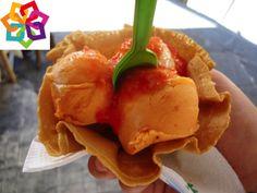 """Michoacán te comenta: En 1905, Don Agapito Villegas inventó las ya tradicionales Nieves de Pasta en Pátzcuaro, empezó con una mesa debajo de los árboles, pero gracias a su empeño, fue creciendo e inauguró la Nevería """"La Pacanda"""", contando con los tradicionales sabores de mango y limón, agregándole nuevas combinaciones como: tequila, cacahuate y elote."""