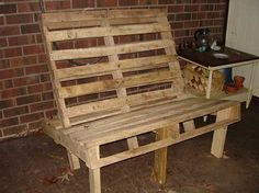 I'm lovin the pallet furniture!