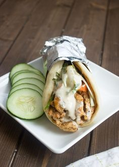 Quick and Easy Chicken Gyros. Quick and Easy Chicken Gyros with Tzatziki Sauce I Love Food, Good Food, Yummy Food, Tasty, Easy Chicken Gyros With Tzatziki Sauce, Recipes With Tzatziki Sauce, Recipes With Pita Bread, Sauce Tzatziki, Cooking Recipes
