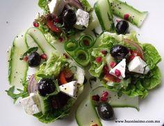 Nuestra interpretación de la ensalada griega   #bocadillos #buonissimomexico #chalupinski