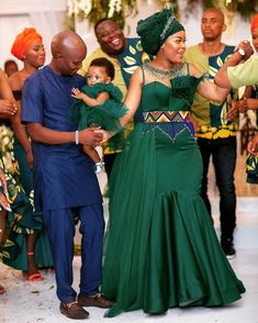 African Bridesmaid Dresses, African Wedding Attire, Latest African Fashion Dresses, African Dresses For Women, African Print Fashion, African Attire, Zulu Traditional Wedding Dresses, Traditional African Clothing, Traditional Outfits