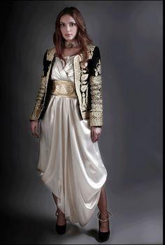 Fashion Arabic Style Illustration Description Karakou algerois – Read More – Traditional Fashion, Traditional Dresses, Pretty Dresses, Beautiful Dresses, Look Fashion, Womens Fashion, Fashion Design, Gypsy Fashion, Oriental Dress