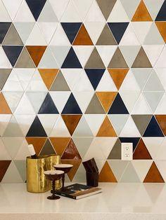 Kitchen Floor Tile Patterns, Modern Floor Tiles, Patterned Kitchen Tiles, Modern Flooring, Kitchen Tiles Design, Kitchen Wall Tiles, Tile Design, Glass Tile Backsplash, Glass Tiles