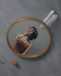 Mirror Photography, Creative Portrait Photography, Reflection Photography, Creative Portraits, Photography Projects, Artistic Photography, Photography Poses, Illusion Photography, Aesthetic Photo