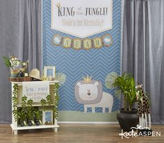 King of the Jungle Themed Birthday Party | Kate Aspen Blog | Jungle themed photo booth | photobooth backdrop