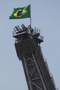 Escândalo de corrupção na Petrobrás põe o Brasil à beira do precipício.