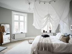 A cozy home with greige walls - coco lapine design. Fall Bedroom, Cozy Bedroom, Bedroom Decor, Nordic Bedroom, Bedroom Ideas, Master Bedroom, Scandinavian Apartment, Scandinavian Bedroom, Bedroom Bed