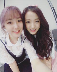heo youngji con jinsol de April
