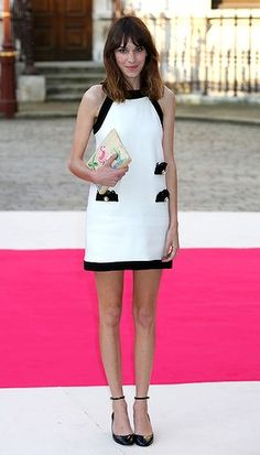 Alexa Chung looks totally darling, and has a pink flamingo on her purse. What joy!