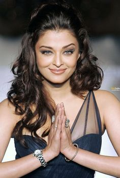 Aishwarya Rai (Bachchan). Hands down, THE most beautiful woman in the world. Bar none!