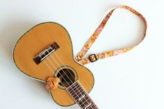 Etsy のUkulele strap Btype & ribbon lei 1 (Ready to ship) / kimono yellow/ ukulele strap / japanese /Japanese Kimono Pattern / ukulele accessories/(ショップ名:ukuhappy)