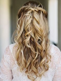 We love that this mega-simple hairdo has oodles of volume. Cue the hair flick! Image:Pinterest