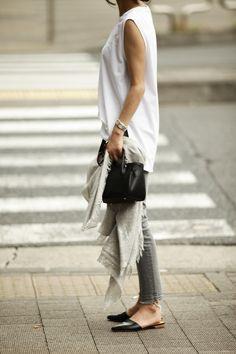 夏に着たいグレーデニムスタイル7 Daily Fashion, Everyday Fashion, Love Fashion, Womens Fashion, Fashion Pants, Fashion Outfits, Fashion Trends, Travel Outfits, Look Street Style