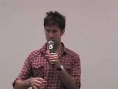 Joe Flanigan at the Stargate Atlantis Con Burbank 2007...explains the hair!! Gotta love the sound effects he makes...LOL! Personally...I like his hair!! <3
