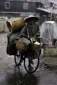 Push yourself. Don't Settle. Just Live Well. Just LIVE. - Jojo Moyes (The World's Ride   Steve McCurry)