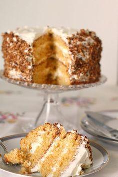 Soffice, golosa e tutta da gustare! Ecco la #torta di carote, mandorle e nocciole caramellate!  Clicca e scopri la #ricetta...
