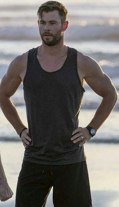 New Man, Chris Hemsworth, Men's Collection, Fitness Inspiration, Tank Man, Marvel, Mens Tops, Fashion, Moda