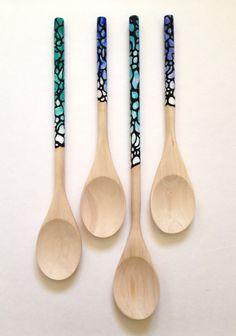Hand Painted Wooden Spoons, Sea Floor Diy Resin Art, Diy Resin Crafts, Mosaic Crafts, Wood Resin, Wooden Spoon Crafts, Wooden Diy, Wooden Hand, Spoon Art, Wood Spoon