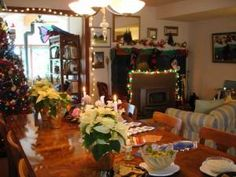 Guests take part in Holiday decorating and fun at Boreas Bed and Breakfast Inn, Long Beach WA