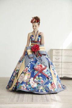 57146a27ddfce 良いとこどりの和×洋♡ちょっと気になる、華やか『和柄ドレス』で斬新なお色直しはいかが?