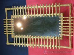 Espejo rectangular con marco de bambú y mimbre trenzado, años 60-70, 72,5 x 42 cms, 63 €