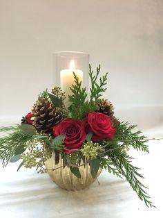 Candle Arrangements, Christmas Flower Arrangements, Christmas Flowers, Simple Christmas, Christmas Wreaths, Christmas Crafts, Art Floral Noel, Arreglos Ikebana, Christmas Floral Designs
