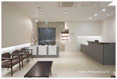  유희승한의원 예산 유희승 한의원 인테리어. *기획디자인_(주)엠디스페이스/김보경 과장 /02)3445-2837,... Spa Interior, Interior Design, Waiting Area, Windows And Doors, Dining Bench, Space, Table, Furniture, Dentistry