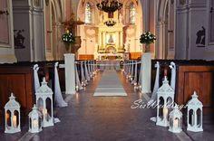 Znalezione obrazy dla zapytania dekoracja ślubna kościoła Chandelier, Ceiling Lights, Candles, Lighting, Home Decor, Candelabra, Decoration Home, Room Decor, Chandeliers