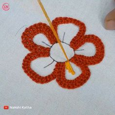 Hand Embroidery Flower Designs, Diy Bead Embroidery, Hand Embroidery Projects, Hand Embroidery Videos, Embroidery Stitches Tutorial, Embroidery Flowers Pattern, Creative Embroidery, Simple Embroidery, Embroidery Techniques