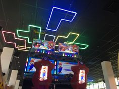 Animations Néon Salle de jeux Animation, Fabricant, Lyon, Arcade Games, Bowling Ball, Custom Pc, Game Room, Dance Floors, Animation Movies