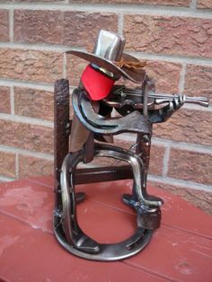 Horse shoe art