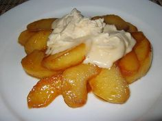 Caramelized Apple with Maple Mascarpone.minus the mascarpone 'cuz who really knows what that is? Pear Recipes, Fruit Recipes, Fall Recipes, Sweet Recipes, Cooking Recipes, Apple Desserts, Just Desserts, Delicious Desserts, Yummy Food