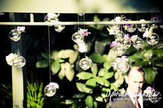 Decoração   Flores suspensas no altar - Casando Sem Grana