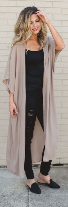 Kimono over black - 9 to 5 - fresh fashion trends - fall 2017 fashion - duster cardigan